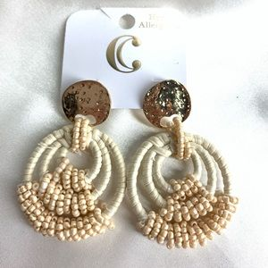 NEW‼️Charming Charlie beige and gold earrings